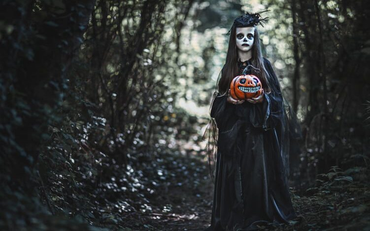 What to Expect From a Halloween Ghost Tour